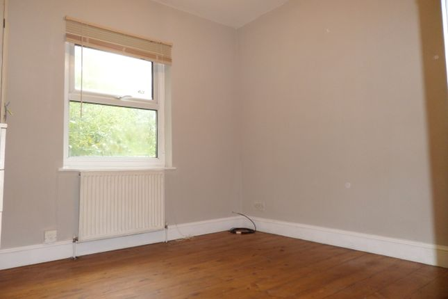 Thumbnail Flat to rent in Myddleton Road, London