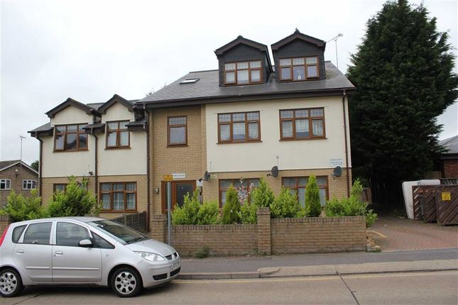 Thumbnail Flat to rent in Padda Court, Wickford, Essex