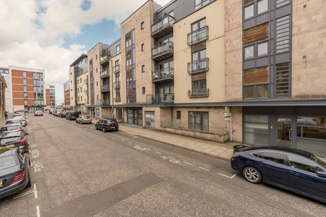 3 bed flat to rent in 22/1 Lochrin Place, Edinburgh EH3