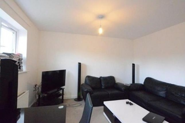 Lounge of Nightjar Close, Farnborough GU14