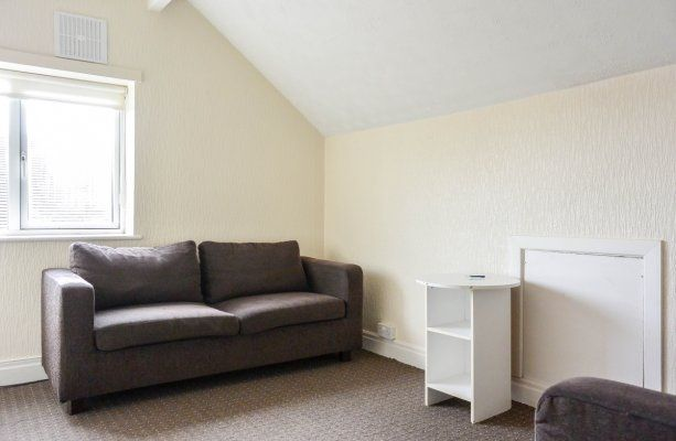 Thumbnail Flat to rent in Harrogate Road, Moortown Corner, Leeds