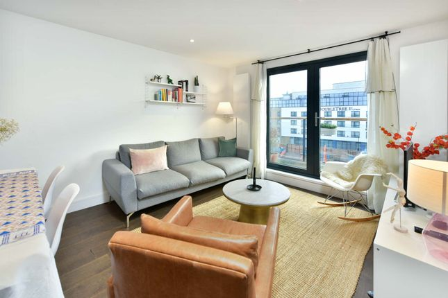 2 bed flat to rent in Chapel Market, London