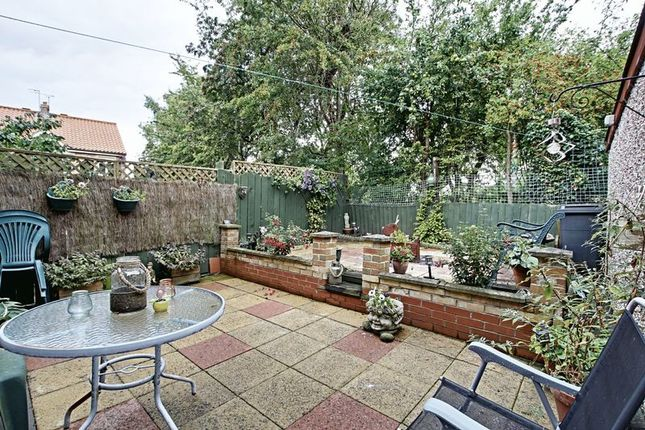 3 bed semi detached house for sale in pinfold court