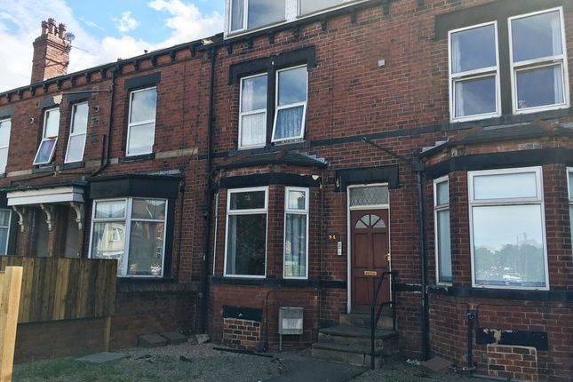 Thumbnail Flat to rent in Austhorpe Road, Crossgates, Leeds