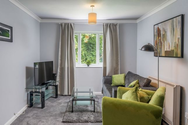Thumbnail Flat to rent in Thornhill, Crawley