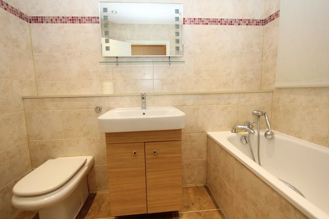 Ensuite Bathroom of Lodge Close, Canons Drive, Edgware, Greater London. HA8