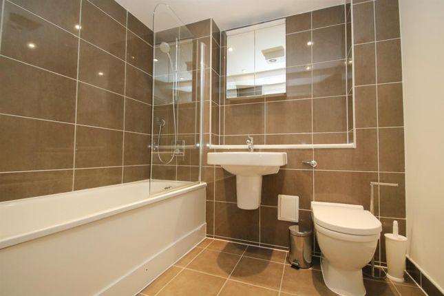 Bathroom_Bright of 4 -6, Steward Street, London E1