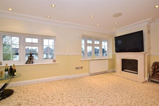 Family Room of Spring Grove, Loughton, Essex IG10
