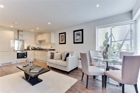 Thumbnail Flat for sale in Baker Street, Weybridge, Surrey