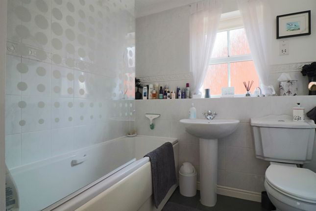 Family Bathroom of Dunton Grove, Hadleigh, Ipswich, Suffolk IP7