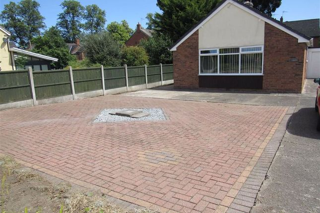 3 bed detached bungalow to rent in Castle Crescent, Chirk, Wrexham LL14