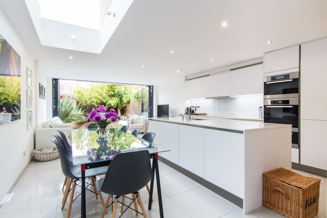 5 bed property for sale in Gowrie Road, London