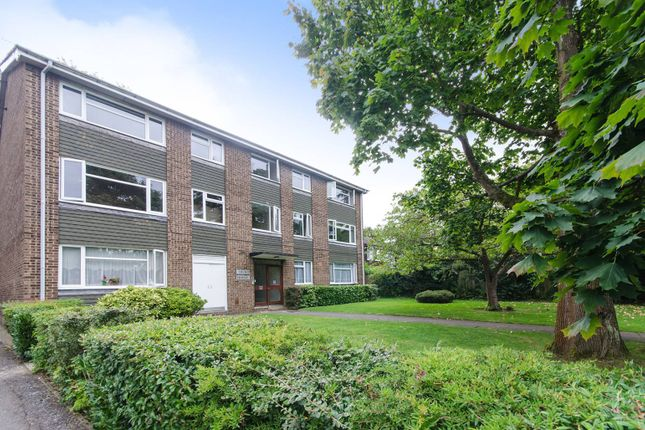 2 bed flat to rent in Cornwall Road, Hatch End, Pinner HA5