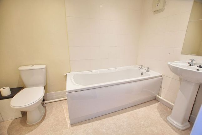 Bathroom of Magennis Close, Gosport PO13