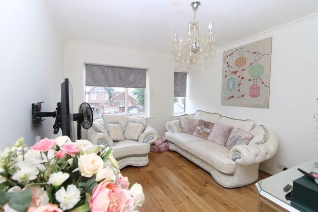 4 bed flat for sale in The Parade, Vale Road, Worcester Park KT4