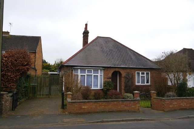 Thumbnail Detached bungalow to rent in Wood Street, Woburn Sands, Milton Keynes