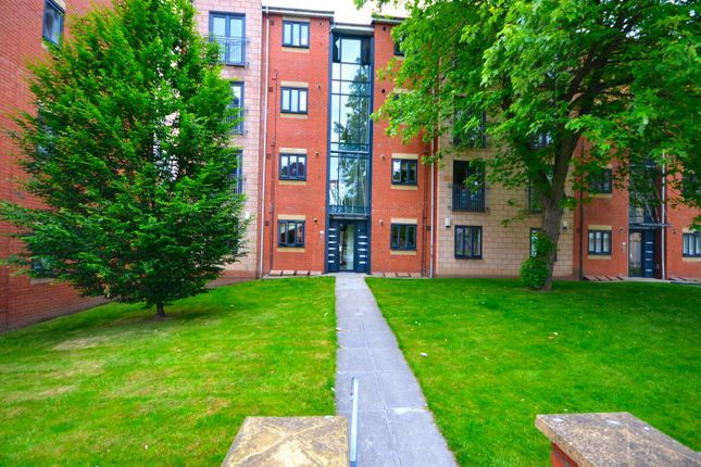 2 bed flat to rent in Stretford Road, Hulme, Manchester M15