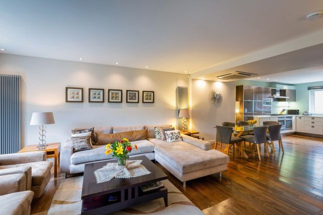 Thumbnail Property to rent in Woodsford Square, Holland Park