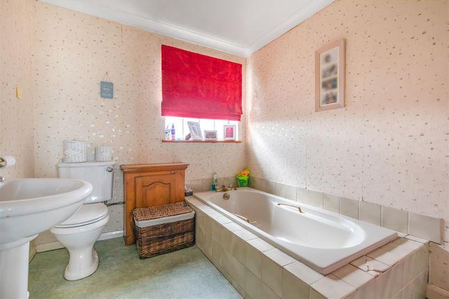 Bathroom of Brighton Road, Lancing BN15