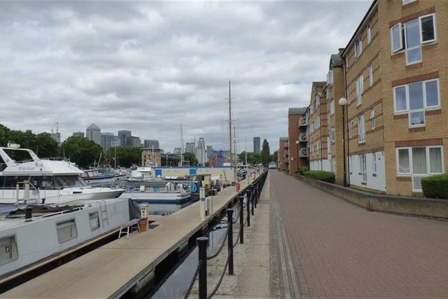 Thumbnail Flat for sale in Transom Close, London