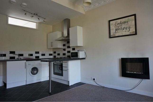 Lounge / Kitchen of 8 East School Road, Dundee DD3