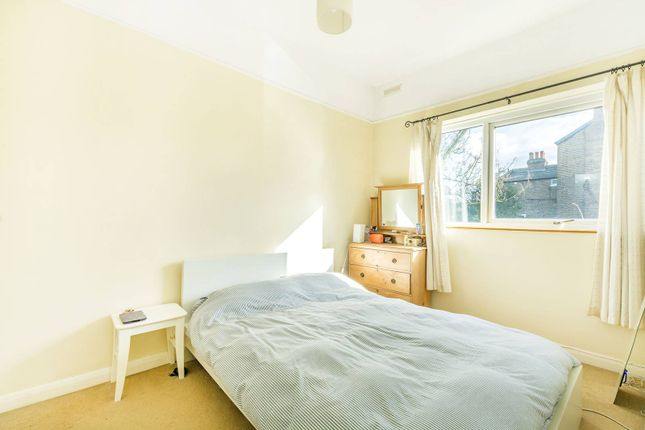 2 bed flat to rent in Amyand Park Road, St Margarets