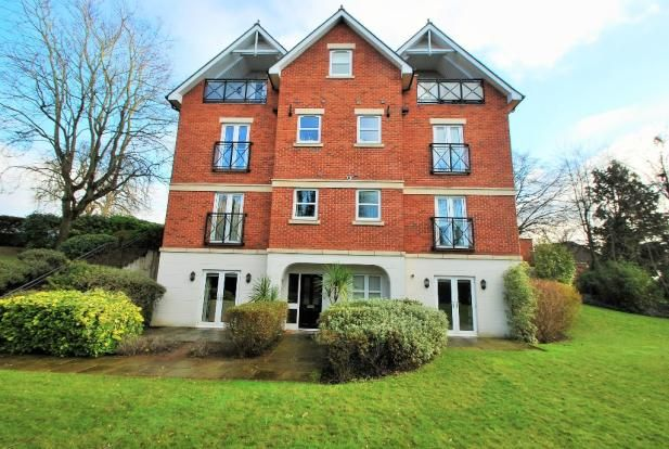 Thumbnail Flat to rent in Upcross Gardens, Reading