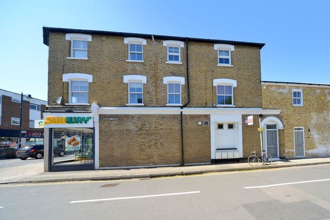 1 bed flat for sale in Walton Road, East Molesey KT8
