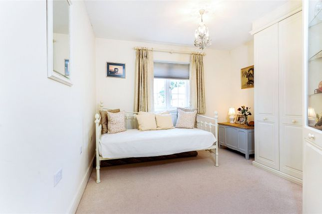 Picture No. 29 of Rythe Close, Claygate, Esher, Surrey KT10