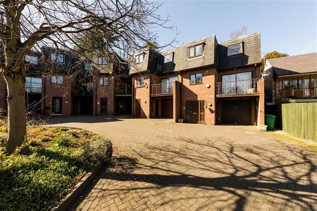 Thumbnail Town house for sale in Kenilworth Court, Nottingham