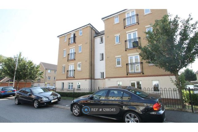 2 bed flat to rent in Glandford Way, London RM6