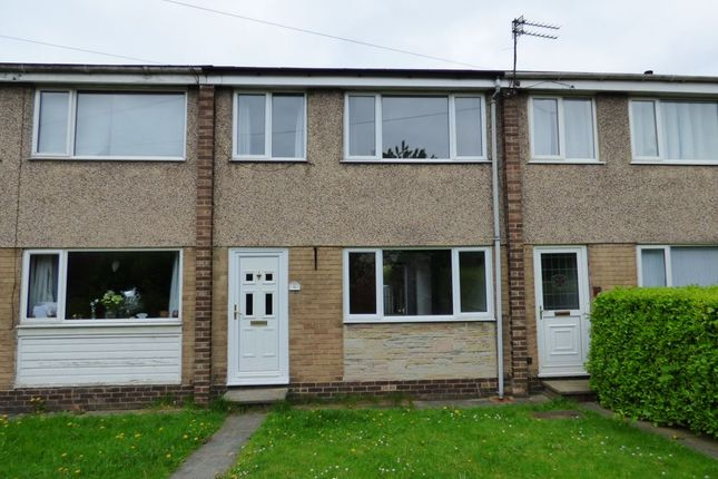 Town house to rent in Wilson Court, Outwood