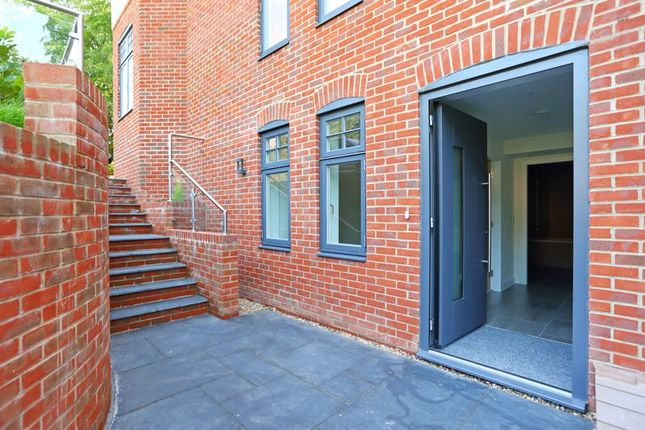 Thumbnail Flat to rent in Tower Road, Hindhead