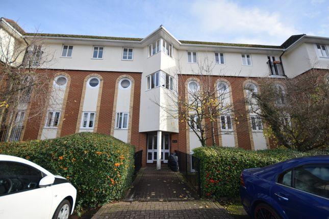 Thumbnail Triplex for sale in Walsingham Close, Hatfield