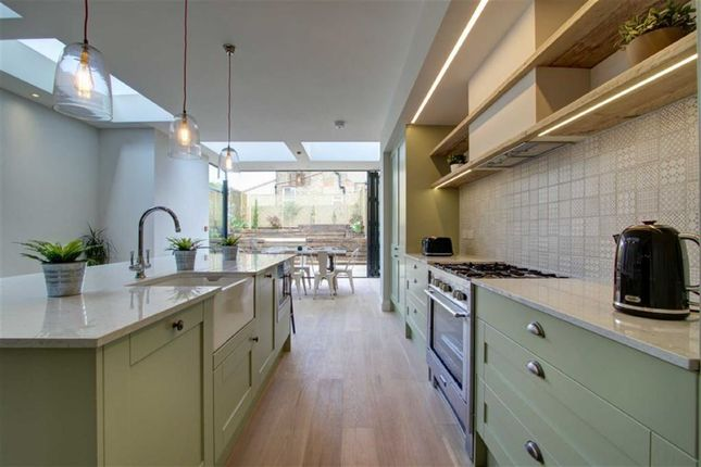 Thumbnail Semi-detached house to rent in Kingsley Avenue, London