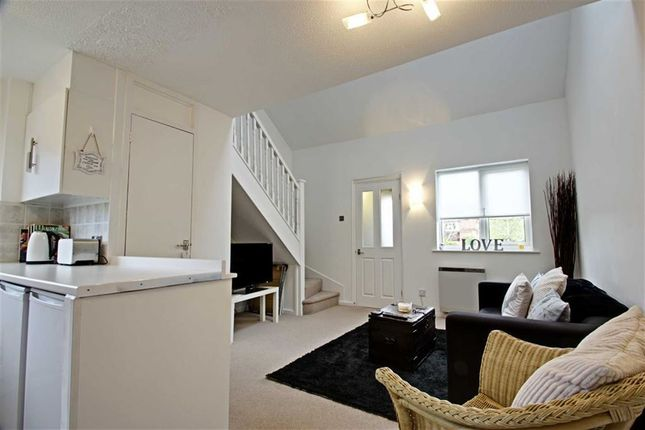 Thumbnail Terraced house for sale in Lancaster Way, Abbots Langley