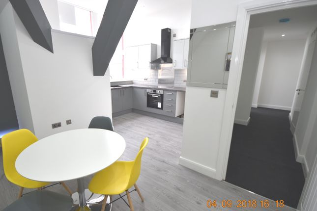 Flat for sale in Bradford, West Yorkshire