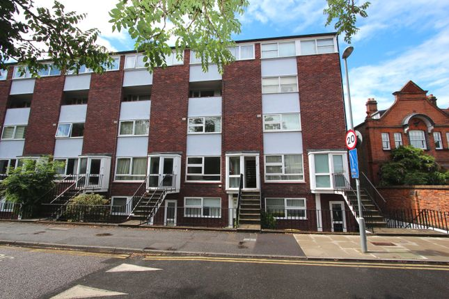 3 bed terraced house to rent in The Crescent, Surbiton KT6