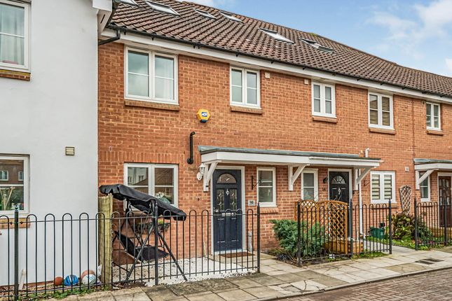 Thumbnail Terraced house for sale in Chambers Grove, Welwyn Garden City