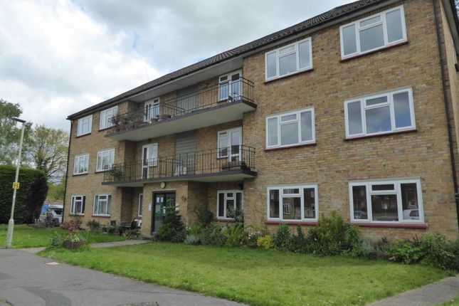 Thumbnail Flat to rent in Courts Road, Earley, Reading