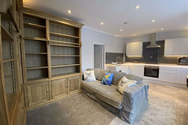 Thumbnail Flat to rent in Palmerston Street, Bollington, Cheshire