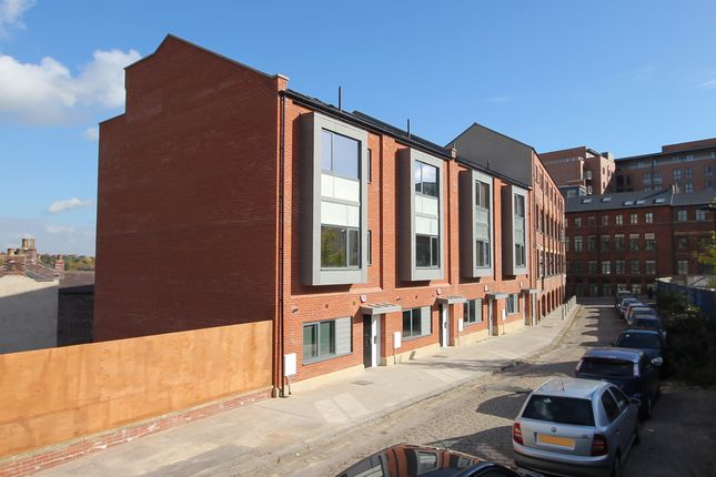 Thumbnail Room to rent in Well Meadow Drive, Sheffield