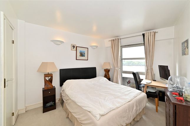 Master Bedroom of Cascades Tower, 2-4 Westferry Road, London E14