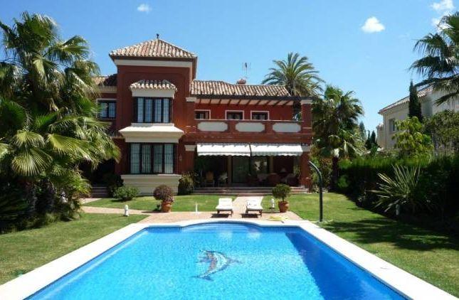Thumbnail Villa for sale in Marbella Este, Marbella, Andalucia, Spain