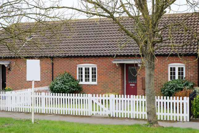 Thumbnail Bungalow to rent in Horncastle Road, Bardney, Lincoln