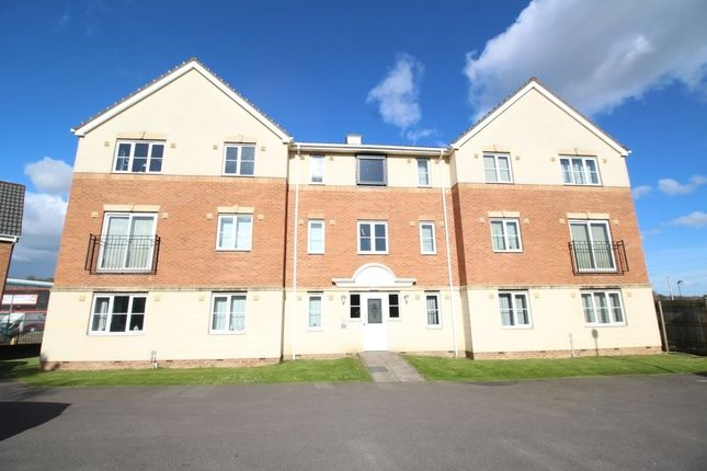 Thumbnail Flat to rent in Manor Park Road, Cleckheaton