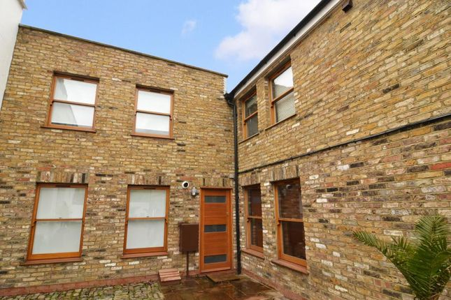 Thumbnail Property to rent in Falcon Grove, Battersea