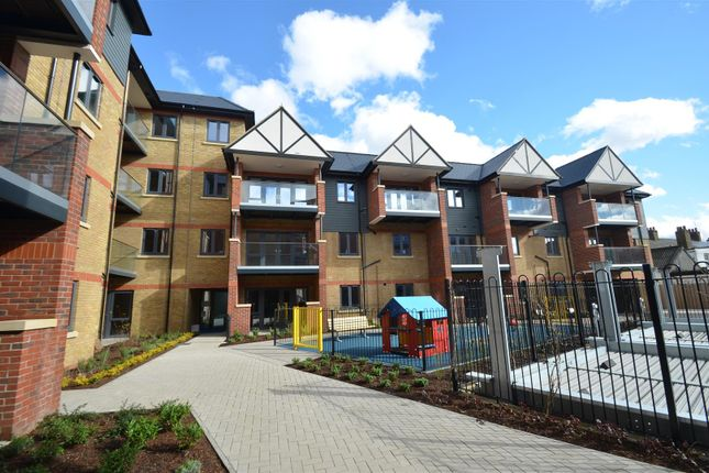 Thumbnail Flat for sale in Pullman Court, West Drayton