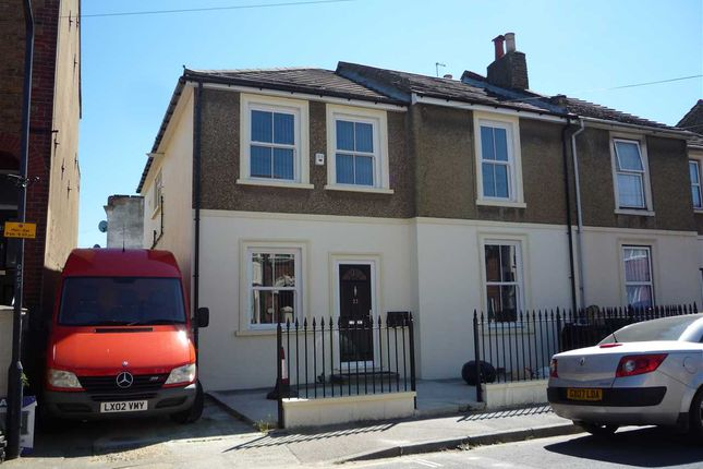 Thumbnail Flat to rent in Darnley Street, Gravesend