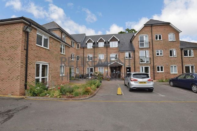 Thumbnail Flat for sale in Avongrove Court, Taunton